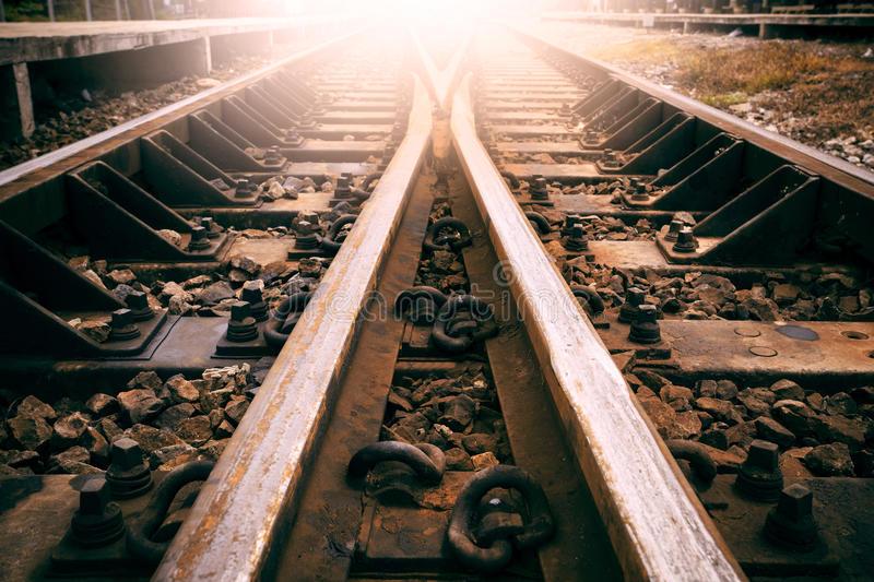 giunzione-di-uso-della-strada-ferrata-per-trasporto-dei-treni-e-il-tra-della-terra-44338840