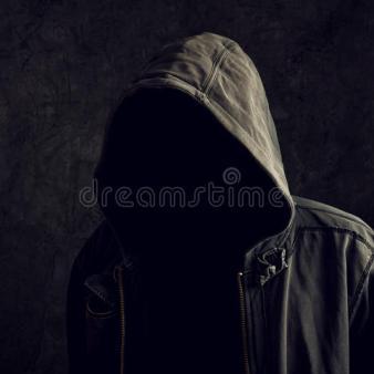 uomo-irriconoscibile-anonimo-senza-identità-50901916
