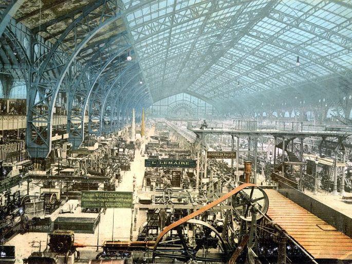 800px-Interior_of_exhibition_building,_Exposition_Universal,_Paris,_France