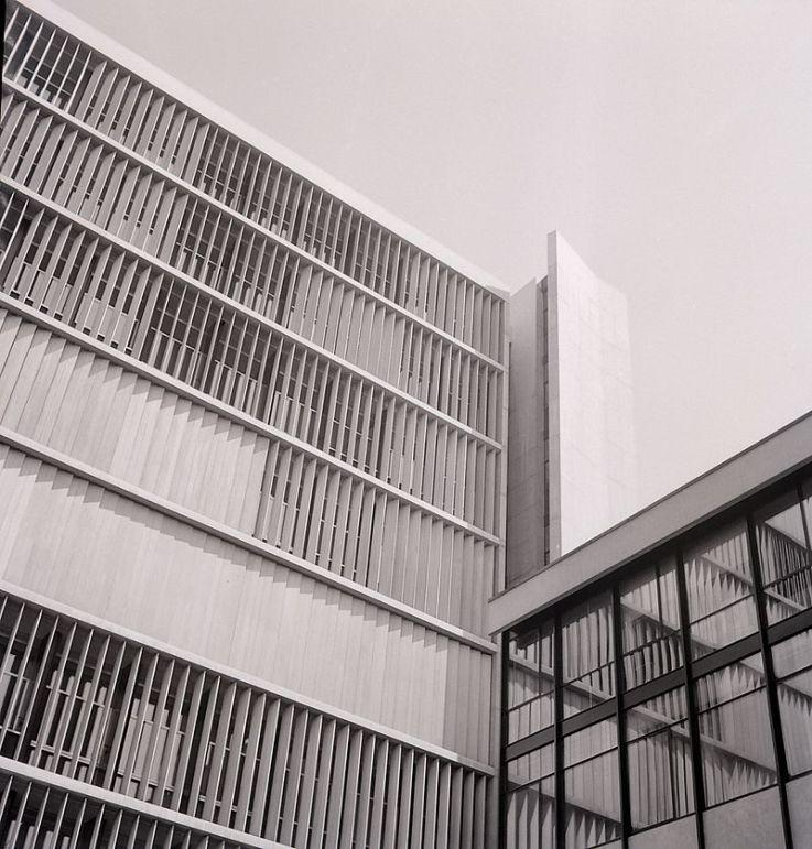 Uffici Olivetti a Milano, 1952-1954 (foto di paolo Monti - Fondazione BEIC)